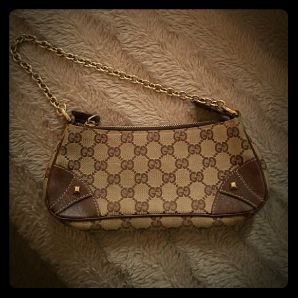 183dffa1c72 Gucci Handbags - Authentic Gucci wristlet small bag
